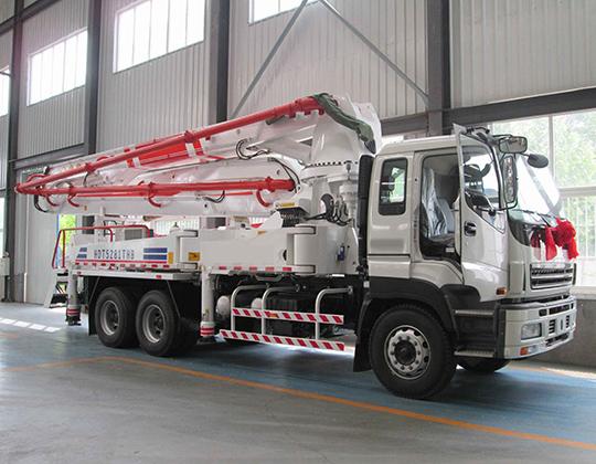Camión de autobomba de hormigón AIMIX