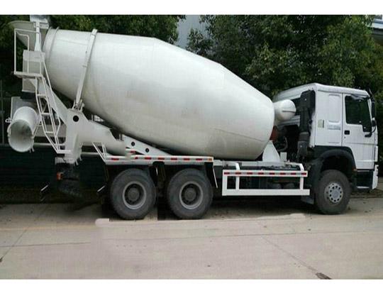 El Camión mixer de cemento