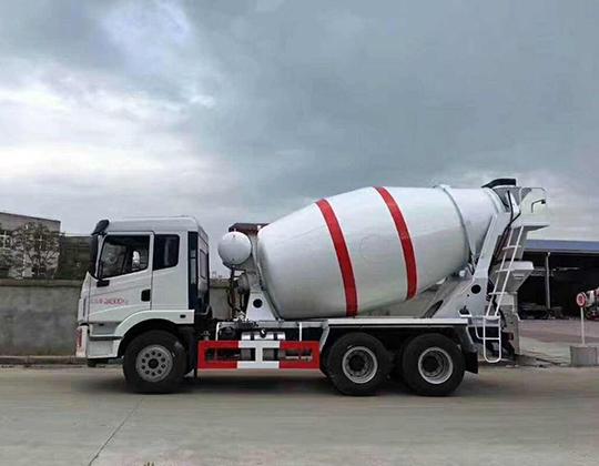 Camión de concreto pequeño